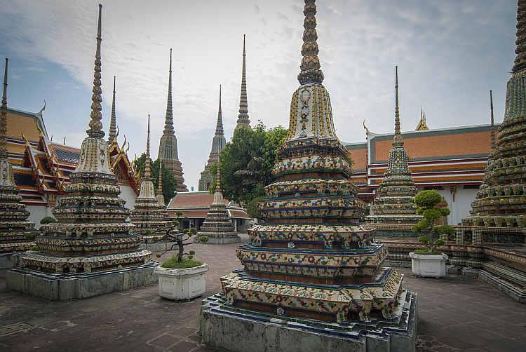 Der Wat Pho Tempel (thailändisch วัดโพธิ์) ist ein buddistischer Königlicher Tempel Erster Klasse im Zentrum der historischen Altstadt von Bangkok und ein Zeugnis der langen Geschichte der traditionellen Thai-Massage.